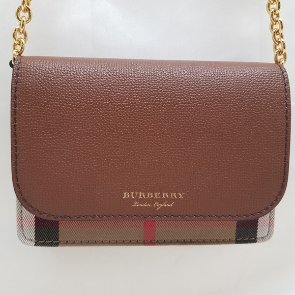 Burberry Hampshire Check   Leather Wallet on Chain e25499c3b8643